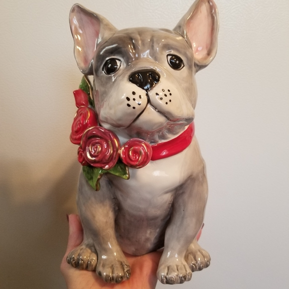 VALENTINE'S FRENCH BULLDOG STATUE